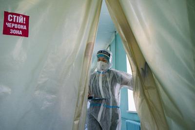 Koronavírus elleni oltásért könyörögnek a betegek a halálos ágyukon