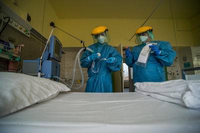 68 napig volt lélegeztetőgépen a tatai nővér