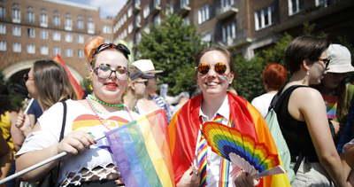 Másfél óra gyülekező után elindult a Budapest Pride – fotók