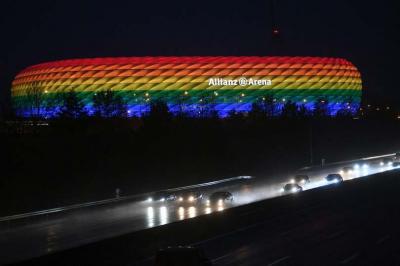Az UEFA betiltotta a müncheni stadion szivárványszínű kivilágítását