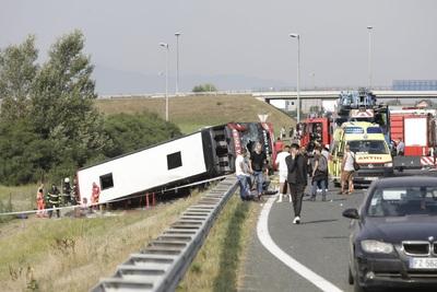Tíz ember meghalt egy horvátországi buszbalesetben