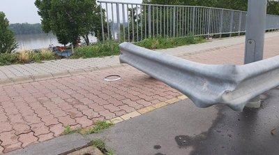 Olyan durva baleset történt az Árpád hídon, hogy egy autó leesett róla – helyszíni fotók