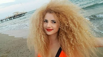 """""""A legszexisebb nő vagy a világon!"""" – vadító fotót posztolt magáról Opitz Barbi, felrobbant a közösségi oldala"""