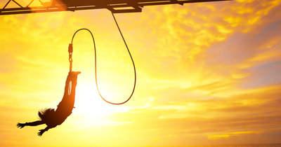 Szörnyű! Halálba ugrott a bungee jumpingos nő, mert félreértette a jelzést