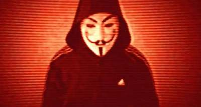 További részleteket sejtet az Anonymous-álarcos alak: volt már, aki majdnem rájött, miért nevezte kétszínűnek a politikust