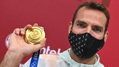 Puzsér Róbert (Hírklikk): Kéretik visszafogottabban sütkérezni a bajnokok dicsőségében!