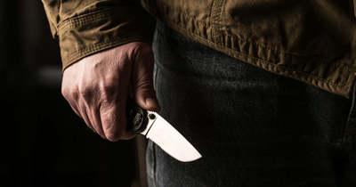 Késsel jelent meg a lakásfelújítást végző szomszédainál a férfi Nyíregyházán