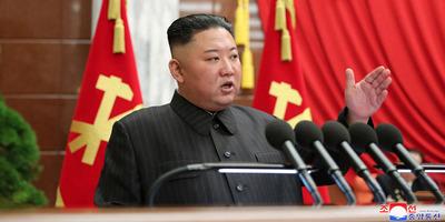 Lebukott Észak-Korea vezetője: az országban éhínség tombol, ő pedig luxusjachton nyaral