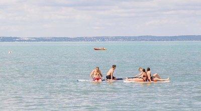 Strandolás közben, a Balatonban tűnt el egy 10 éves kislány