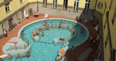 Leállt a nő szíve a medencében, drámai életmentés a Szt. Lukács Gyógyfürdőben!