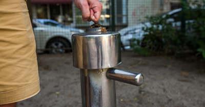 Érthetetlen és veszélyes! Nem működnek a hőségriadó alatt a budapesti ivókutak