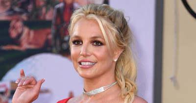 Folytatódik a markolászás! Britney Spears felhevült saját mellétől – Fotó!