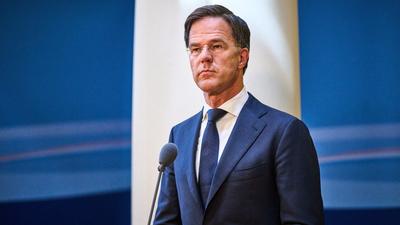 Újabb botrányba keveredett a Magyarországot térdeltetni akaró Mark Rutte kormánya