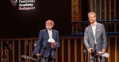 Meglepő döntés, visszatért a színpadra Haumann Péter