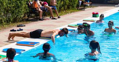 Békésben is ingyen tanulhatnak úszni az Ágotás gyerekek