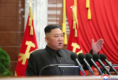 Kim Dzsongun megrendülve állt a nyilvánosság elé, még a hangja is elcsuklott
