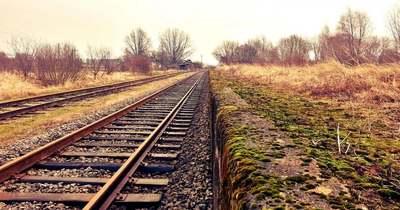 Celldömölki vasúti átjáró közelében lopott sínkábelt, amivel veszélyeztette a közlekedést