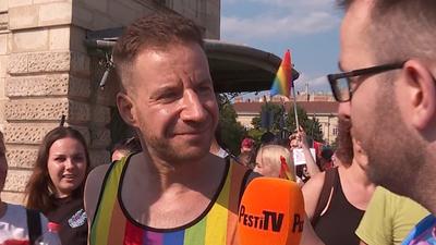 Szivárványos pólóban vonult a Pride-on a volt jobbikos vezető, aki korábban a kuruc.infóra is írt