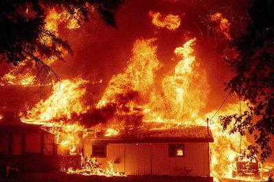 Hatalmas erdőtűz pusztít Kaliforniában - fotógaléria