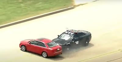 Így állították meg a rendőrök a kétszázzal száguldozó gyorshajtót - videó