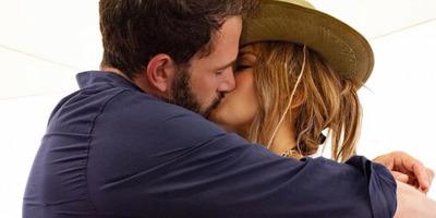 Arcpirító, ahogy Ben Affleck Jennifer Lopez hátsóját markolja - Lesifotó