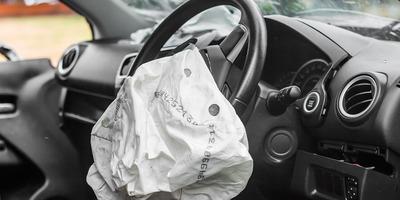 Felvágta ereit, autóba ült, majd balesetet okozott a budapesti autós