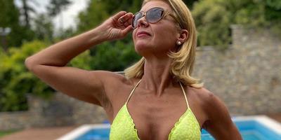 Barta Sylvia kora reggel, parányi bikiniben tesztelte a Balaton vizét - képek