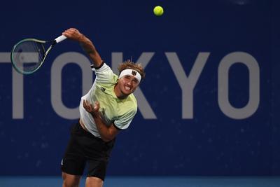 Zverev lesz Djokovic ellenfele a férfi tenisztorna elődöntőjében