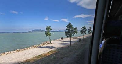 Rövidfilmen a tó körüli beruházások