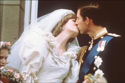 Károly herceg 40 éve vette feleségül Dianát, most elárverezik az esküvői tortájuk egy szeletét