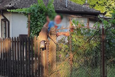 Hagymát akart lopni, de fennakadt a kerítésen – fotóval
