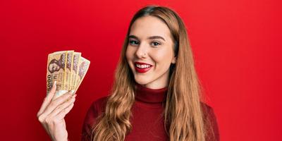 Bébiszitterkedés helyett most meztelen fotóival keresi a pénzt - Fotó (18+)