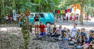 A horvát katolikus ifjúsági tábort a Peruska Mária-kápolnánál állították fel – fotók