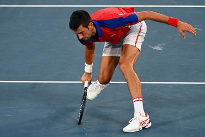 Újabb szenzáció Tokióban: kiesett a világelső Novak Djokovics