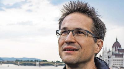 Megint Soros karmestere vezényli a magyarellenes kórust