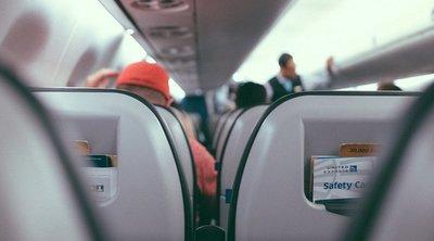 Ezért szigorúan tilos rövidnadrágban repülőre ülni – légiutaskísérő leplezte le a titkokat