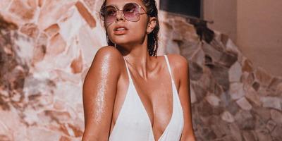 Szűk bikiniben napozik Miss Earth Hungary, odavannak érte a rajongók - kép