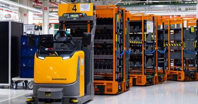 Hat új vezető nélküli szállítójármű állt üzembe a győri Audinál