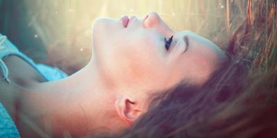 A plátói szerelem: egyszerre emel fel és taszít a mélybe...
