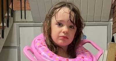 Tűzoltókat hívtak a 3 éves kislány szülei: a lánglovagoknak az álla is leesett, amikor kiértek