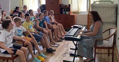 A kóruspróbák között sokat kirándulnak és vitorláznak a kaposvári iskolások