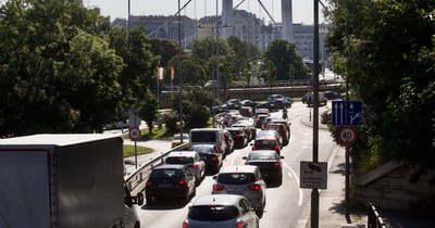 Káosz az utakon! Balesetek miatt áll a forgalom az országban