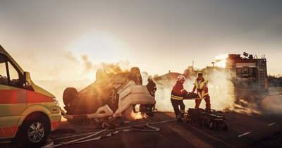 Szörnyű tragédia: kamionnal ütközött egy rendőr, a teljes család meghalt