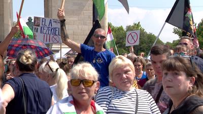 Tüntettek az egészségügyi szakdolgozók