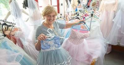 Nyugdíjasként sem tud lemondani munkájáról a tarjáni esküvői ruhatervező