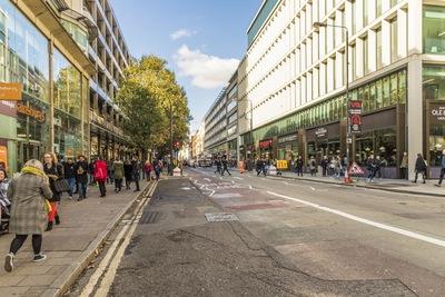 Egy ember meghalt, többen rosszul lettek egy londoni szórakozóhelyen