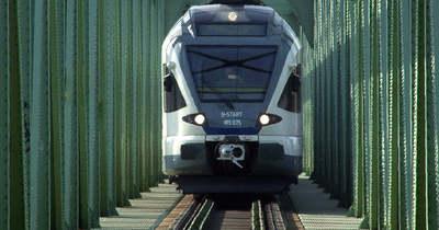 Vonat elé lépett a fiatal Balatonberényben