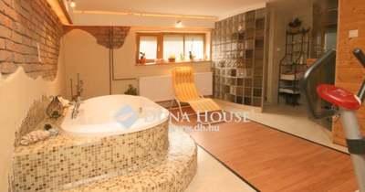 Komfortos luxusház Szombathelyen, amelyben a fürdő nagyobb, mint néhány pesti lakás – fotók