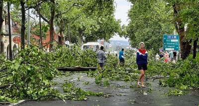 Megérkeztek az első felvételek: hatalmas vihar pusztít az országban - fotók, videók