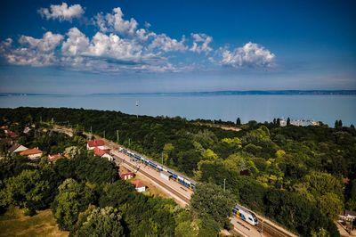 Tömve vannak a hétvégi balatoni vonatok